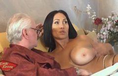 Porno In Somn Cu Curve Se Fute Cu Un Mojneag De 59 Ani