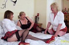Trei Pizde Mature Lesbiene Se Fut Tare Cu Un Dildou Mare Si Gros