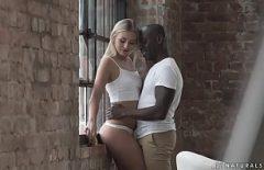Blonda Face Sex In Celula Cu Un Negru